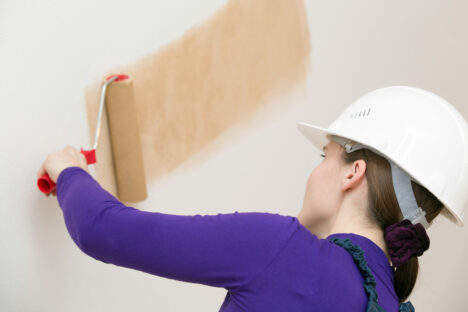Female,Decorator,Or,House,Painter,Worker,Drawing,Wallpaper,With,Painting